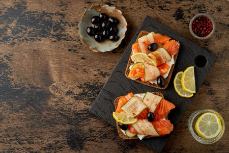Smorrebrod - traditional Danish sandwiches. Black rye bread with salmon, cream cheese 版權商用圖片