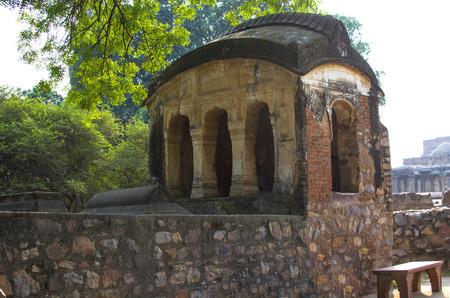 minar: court yard kutb minar