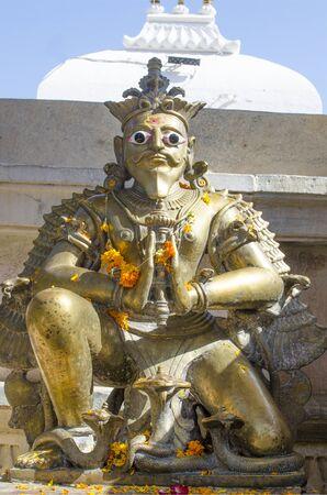 hinduismo: Religious construction Gods sculpture in an Hinduism Foto de archivo