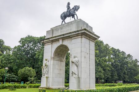 Sight in India an arch a sculpture of Edwardvs VII Rex Imperator