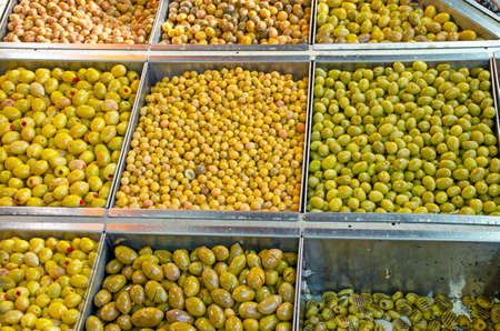 Olives green finished food product on the market 免版税图像