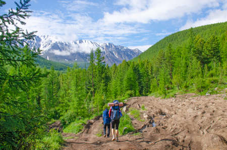 Group of tourists man and woman goes to mountains glacier Actru Russia 免版税图像