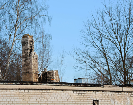 Top of old brick building with destroyed chimneys Imagens
