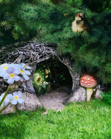 Forest Fairy in the hut under fir branches. Stockfoto