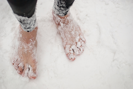 Mens bare feet in the snow