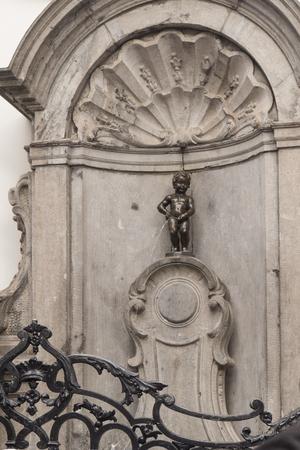 BRUSSELS, BELGIUM - AUGUST 24, 2017: Manneken Pis is a small bronze sculpture, landmark of Brussels 報道画像