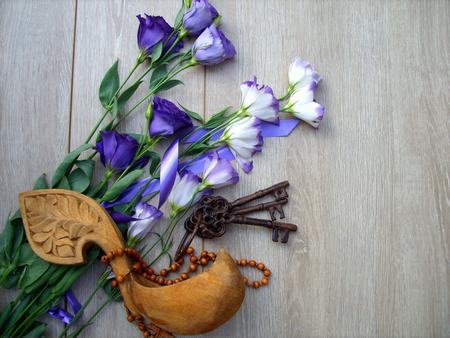 purple flowers with keys