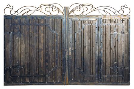 portones: La puerta de madera y metal. ornamento forjado en la puerta de madera vieja. Una alta resolución. Foto de archivo