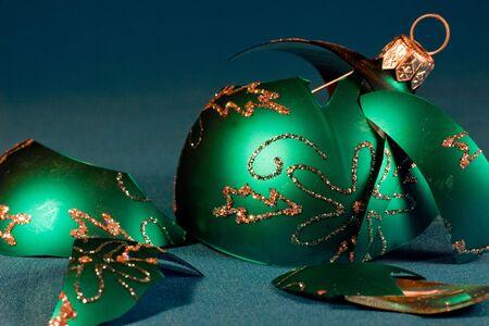 Broken ball, decoration for the tree of Christmas. 版權商用圖片