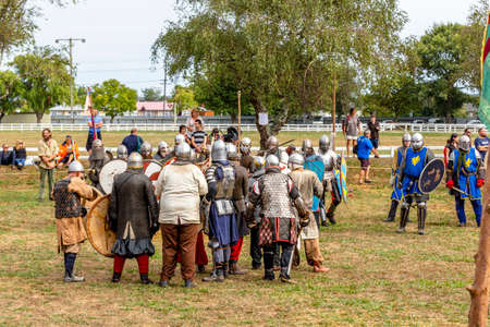 Levin, New Zealand - February 10, 2018: Reenactors battle at a medieval market in Levin showgrounds, New Zealand. Stok Fotoğraf - 147689277