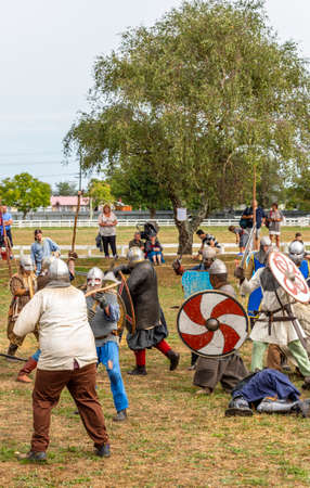 Levin, New Zealand - February 10, 2018: Reenactors battle at a medieval market in Levin showgrounds, New Zealand. Stok Fotoğraf - 147689279