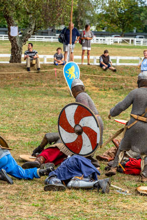 Levin, New Zealand - February 10, 2018: Reenactors battle at a medieval market in Levin showgrounds, New Zealand. Stok Fotoğraf - 147689281