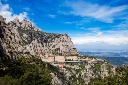 Montserrat Monastery is a spectacularly beautiful Benedictine Abbey high up in the mountains near Barcelona, Catalonia, Spain 스톡 콘텐츠