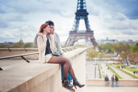 paris  france: Lovers in Paris with the Eiffel Tower in the Background