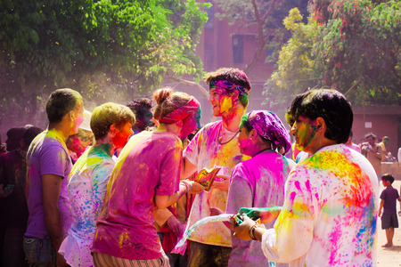 DELHI, INDIA - MARCH 20: Tourist with students of Jawaharlal Nehru University celebrate festival Holi on March 20, 2011 in Delhi, India. Holi is a spring festival celebrated as a festival of colours. Publikacyjne