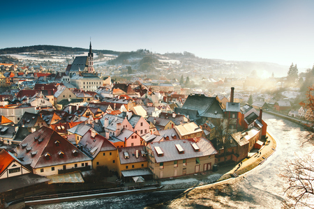 Panoramic view of Cesky Krumlov in winter, Czech Republic. View of the snow-covered red roofs. Travel and Holiday in Europe. Christmas and New Year time. Sunny winter day in european town. 免版税图像 - 87971107