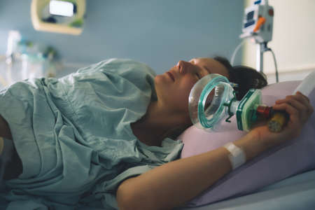 Childbirth. Woman giving birth in maternity hospital. Pregnant woman breathing during contractions. 스톡 콘텐츠
