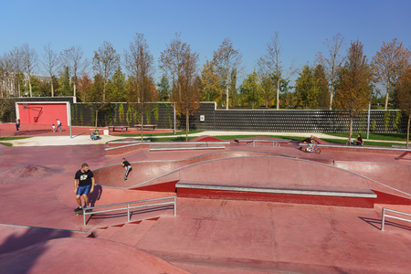 Krasnodar, Russia-October 19, 2018: Children and adults skate in the skatepark and rollerdrome in the new city Park of culture and recreation near the stadium Krasnodar. Sunny autumn day Editoriali