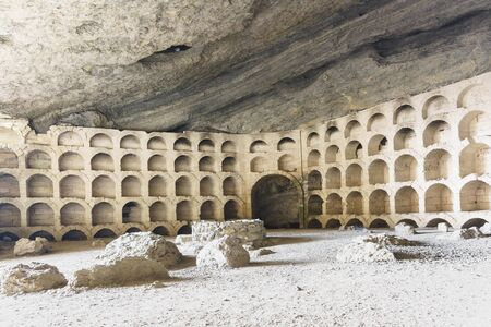 Equipped Golitsyn storage for bottles of wine in a huge and the most famous of the grottoes named Chaliapin, speaking here. Tourist attraction Banco de Imagens