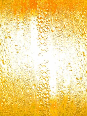 Jaune texture humide d'un verre avec peu d'eau tombe sur sa surface Banque d'images - 11904163