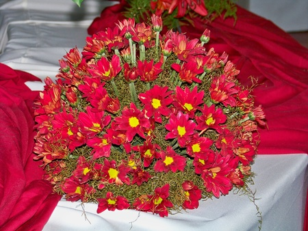 chalices: Beautiful elegant passional red wedding flowers arrangement Stock Photo