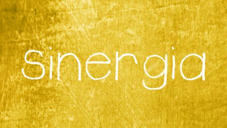 sinergia: Sinergia palabra de espa�ol clase grunge pizarra amarilla