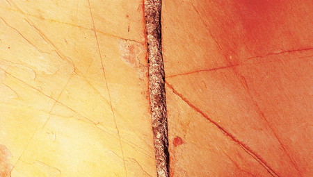 fixed line: Fondo naranja abstracta de clavo de hierro en una pared Foto de archivo
