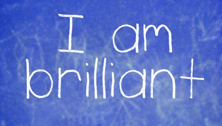 oracion: frase escrita a mano en la pizarra Inteligencia azul clase sucio
