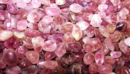 piedras preciosas: piedras preciosas textura de fondo de color rosa