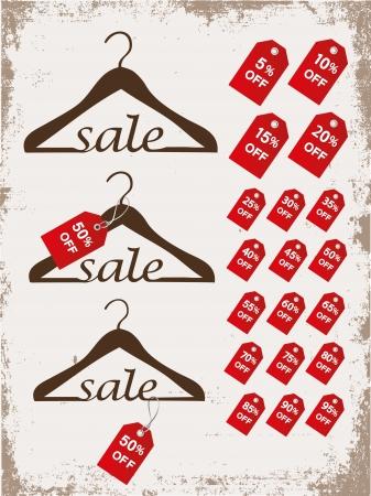 Set van hangers met tags en woord verkoop op grunge achtergrond