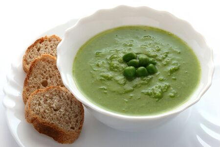 Fresh pea soup with bread