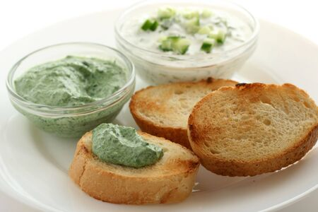 Cucumber and spinach dips with bread