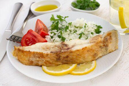 plaice: fried plaice with rice and lemon