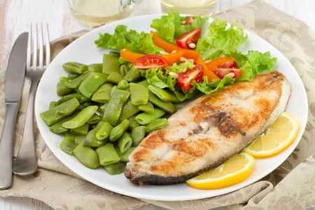 perca: fried fish with green beans and salad Stock Photo