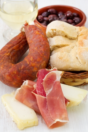 cheese with bread, chorizo and white wine