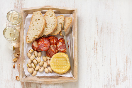smoked sausage: smoked sausage with cheese and bread