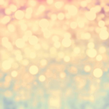 ゴールドのお祝いクリスマスの背景。抽象的な時、おもしろがって明るい背景にボケ味デフォーカス黄金色のライト