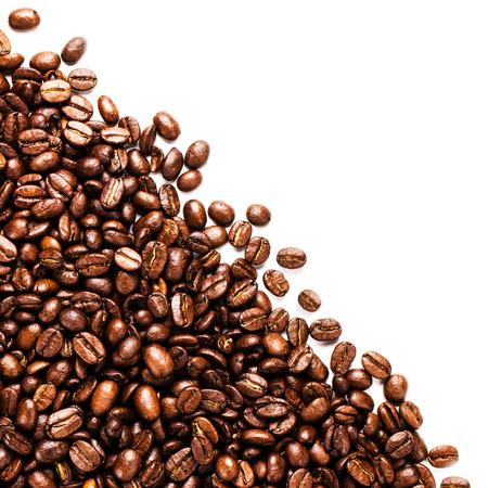 볶은 커피 콩 배경 질감 텍스트, 매크로 복사 공간 흰색 배경에 고립