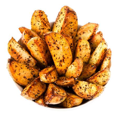stile country: Patate fritte in stile rustico isolato su sfondo bianco close up. Fast food concept. Archivio Fotografico