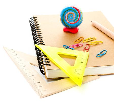 utiles escolares: Regreso a la escuela con el cuaderno. Alumno y accesorios estudios de los estudiantes.