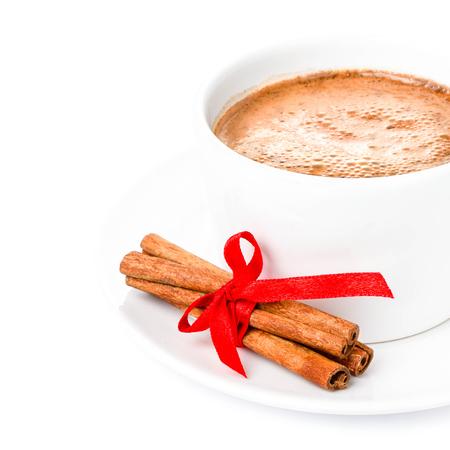chocolate caliente: Chocolate caliente de la Navidad aislado en el fondo blanco. Foto de archivo