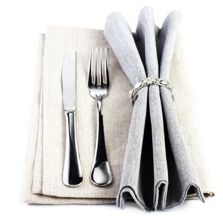 エレガントなサービングのテーブルは銀とグレー色の白い背景で隔離の場所を設定します。刃物・ ナイフとフォークを持つリネン繊維ナプキン 写真素材