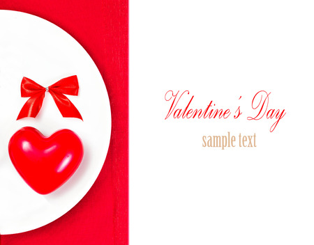 Valentines Day table setting place with copyspace. Red Heart on a white plate plate isolated on white background. Valentine Day Card  Banco de Imagens