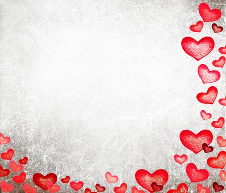 Mooie Happy Valentijnsdag kaart met rode harten op vintage papier achtergrond. Abstracte rode liefde hart illustratie