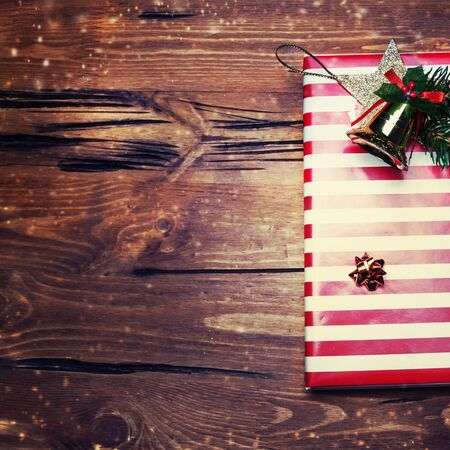 cajas navide�as: Christmas present with red color on dark wooden background in vintage style - Festive Christmas card