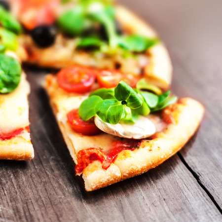 rustic: Rustic pizza with pieces