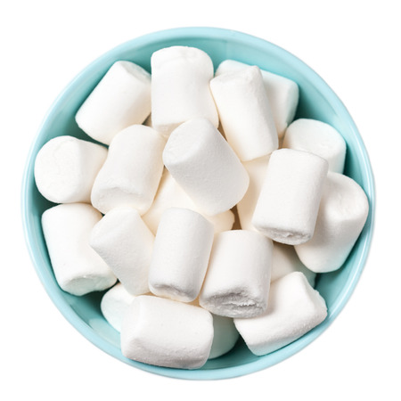 marshmellow: White Fluffy white marshmallows in blue bowl isolated on white background. Huge, big marshmallow macro top view image