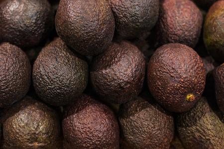 Owoc awokado, tło żywności. Fresh and Raw Organic dużo awokado w sklepie spożywczym