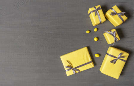 A Lot of Yellow Gift's Boxes on the Gray Wooden Background, top view. Banco de Imagens - 160709217