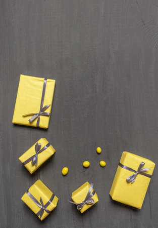 A Lot of Yellow Gift's Boxes on the Gray Wooden Background, top view. Banco de Imagens - 160709759